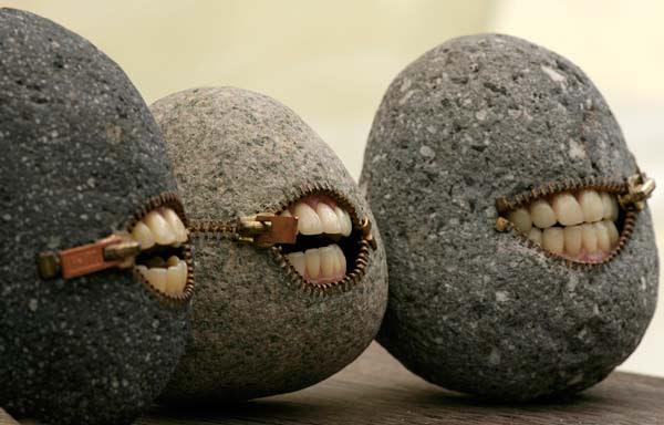 perierga.gr - Λαξεύοντας τις πέτρες με ξεχωριστό τρόπο!