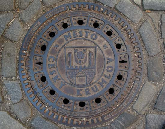 Manhole cover in Český Krumlov with the arms of the town
