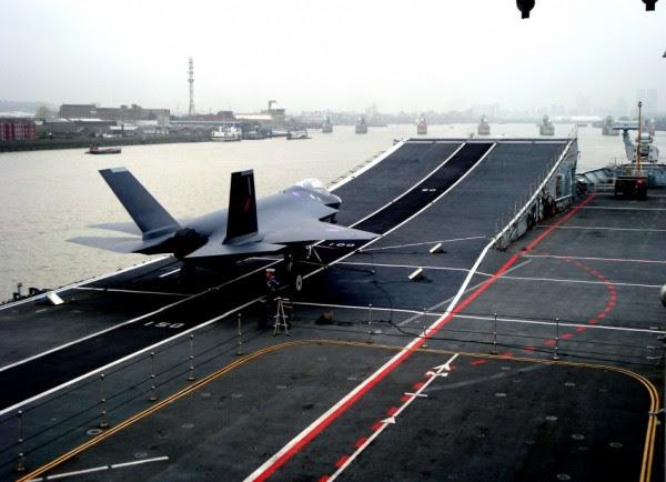 burlarse de los F-35 en el HMS Invincible