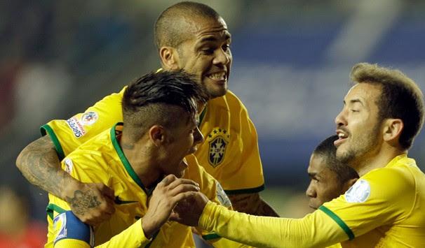 Resultado de imagem para Brasil enfrenta Peru nesta terça em busca da sexta vitória seguida
