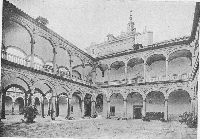 Patio del Hospital Tavera hacia 1900