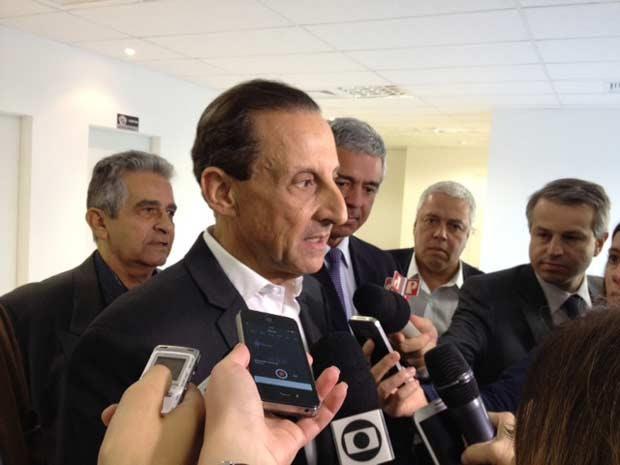 Skaf visitou o centro de operações da PM. (Foto: Lívia Machado/G1)