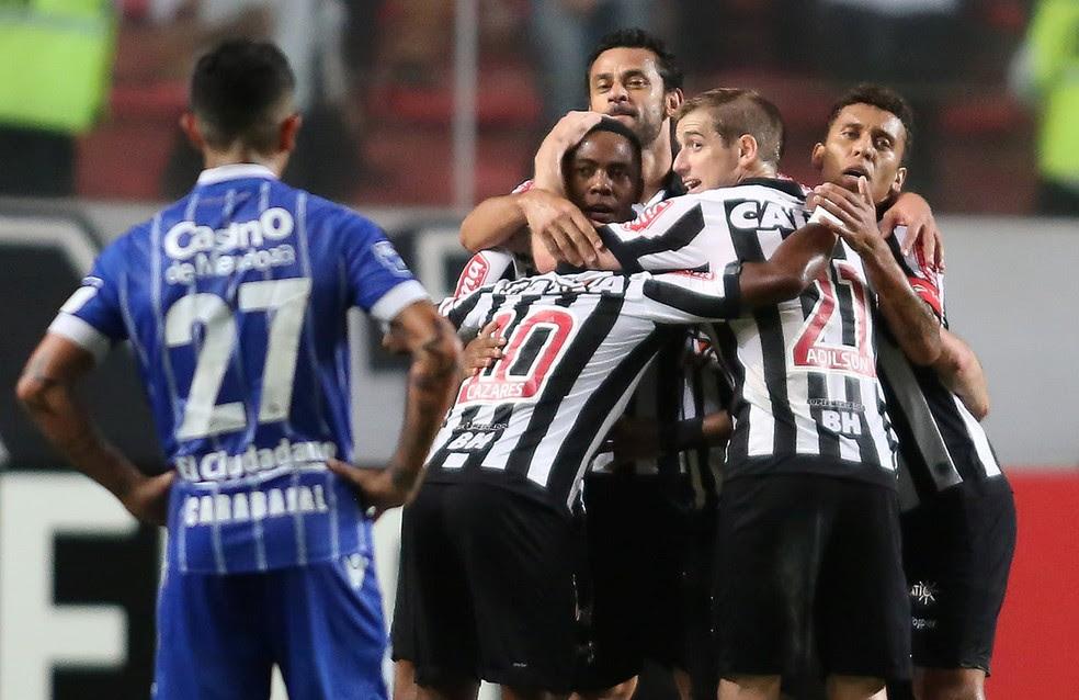 Galo goleou o Godoy Cruz e garantiu vantagem nas oitavas de final (Foto: Cristiane Mattos/Reuters)