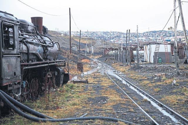 Desechos. Uno de los playones ferroviarios, donde se oxidan viejas locomotoras a vapor