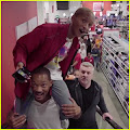 Will Smith Carries Son Jaden Smith on His Shoulders for #PiggyBackChallenge! Will Smith  is carrying...