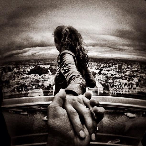 Fotógrafo Viaja Por El Mundo Fotografiando La Espalda De Su Novia