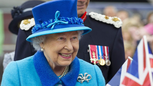 Queen Elizabeth II becomes longest-reigning UK monarch - BBC News