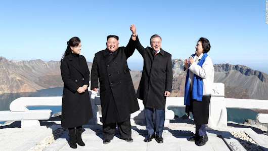 Kim Jong-Un and President Moon join hands on Mount Paektu, Korea's mythical mountain - CNN