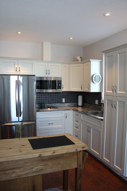 Antique White PVC Shaker-Style kitchen - Campbell River