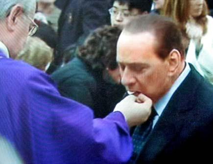 Berlusconi fa la comunione