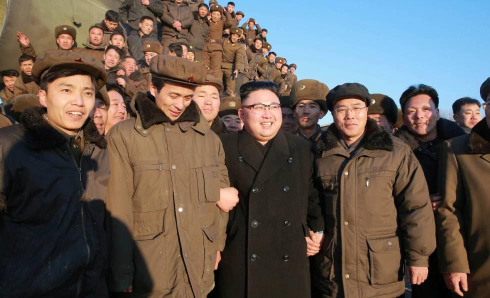 El líder norcoreano Kim Jong Un durante el lanzamiento de un misil de alcance la semana pasada en Pyongyang.