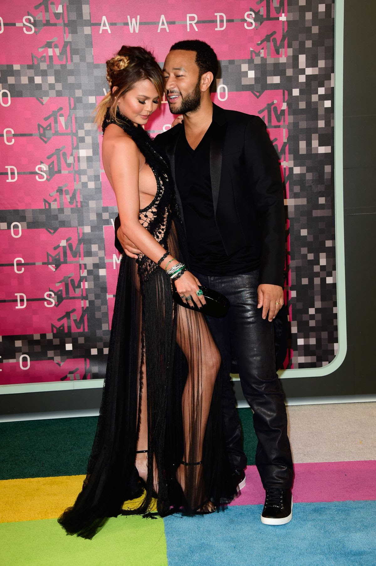 http://www.celebzz.com/wp-content/uploads/2015/08/chrissy-teigen-at-2015-mtv-video-music-awards_16.jpg