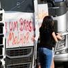 Caminhoneiros protestam na Anhanguera contra aumento de impostos dos combustíveis