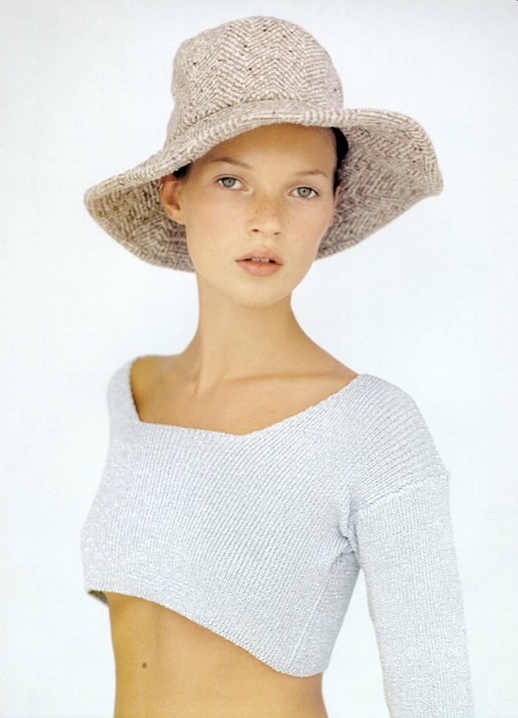 LE FASHION BLOG EDITORIAL KATE MOSS MORE DASH THAN CASH BRITISH VOGUE UK DECEMBER 1993 KIM KNOTT PASTELS GREY GRAY BLUE CROPPED SWEATER TOP KNIT FLOPPY WOVEN STRAW HAT NATURAL BEAUTY 3