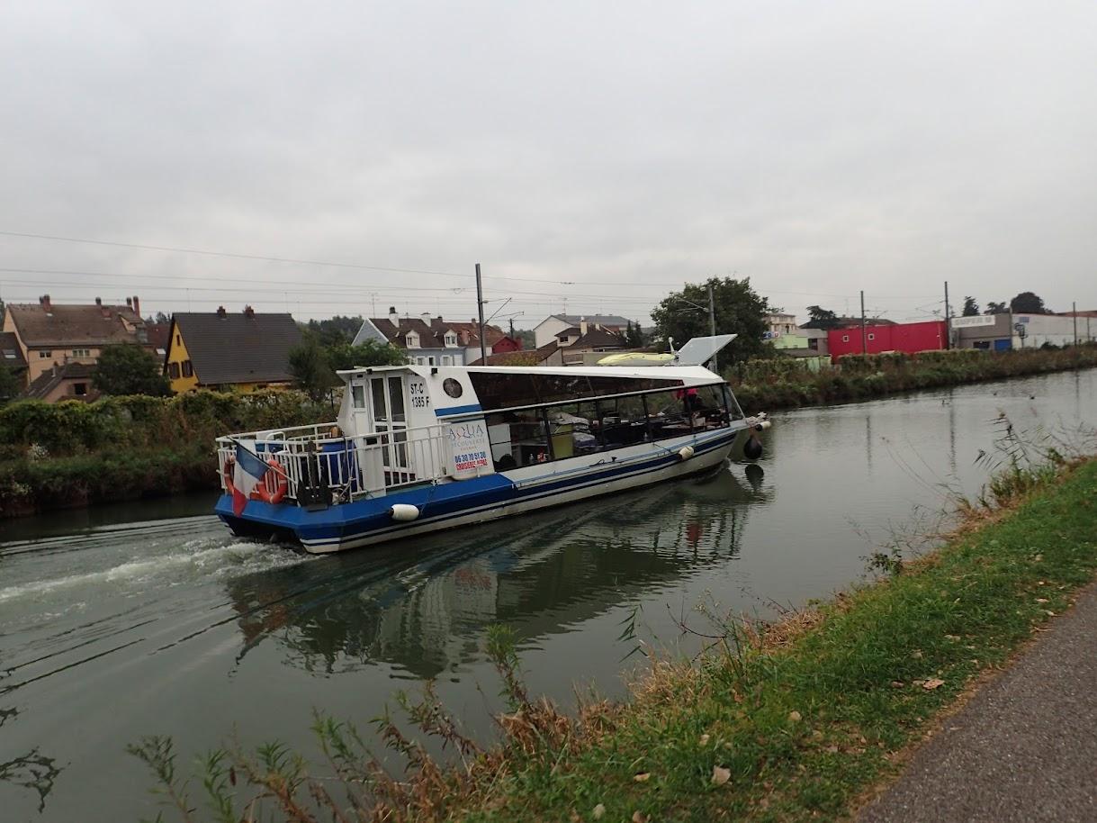 Plaisance sur le canal du Rhin à la Saône