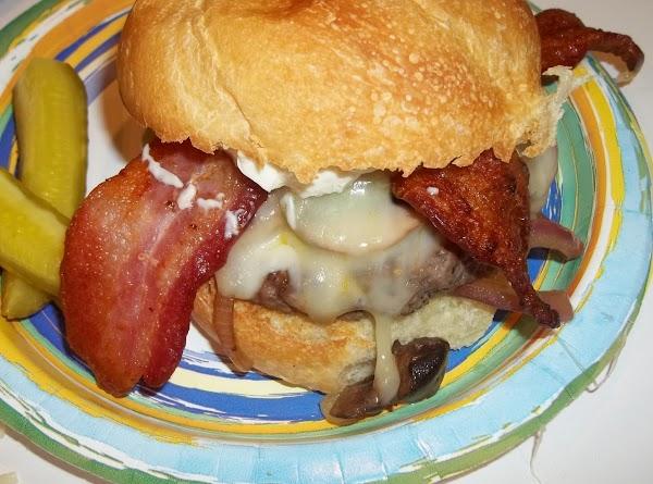 Delicious Bacon/ Mushroom/ Swiss Burger - Cassies Recipe