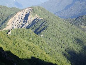 右に高山裏避難小屋が見える