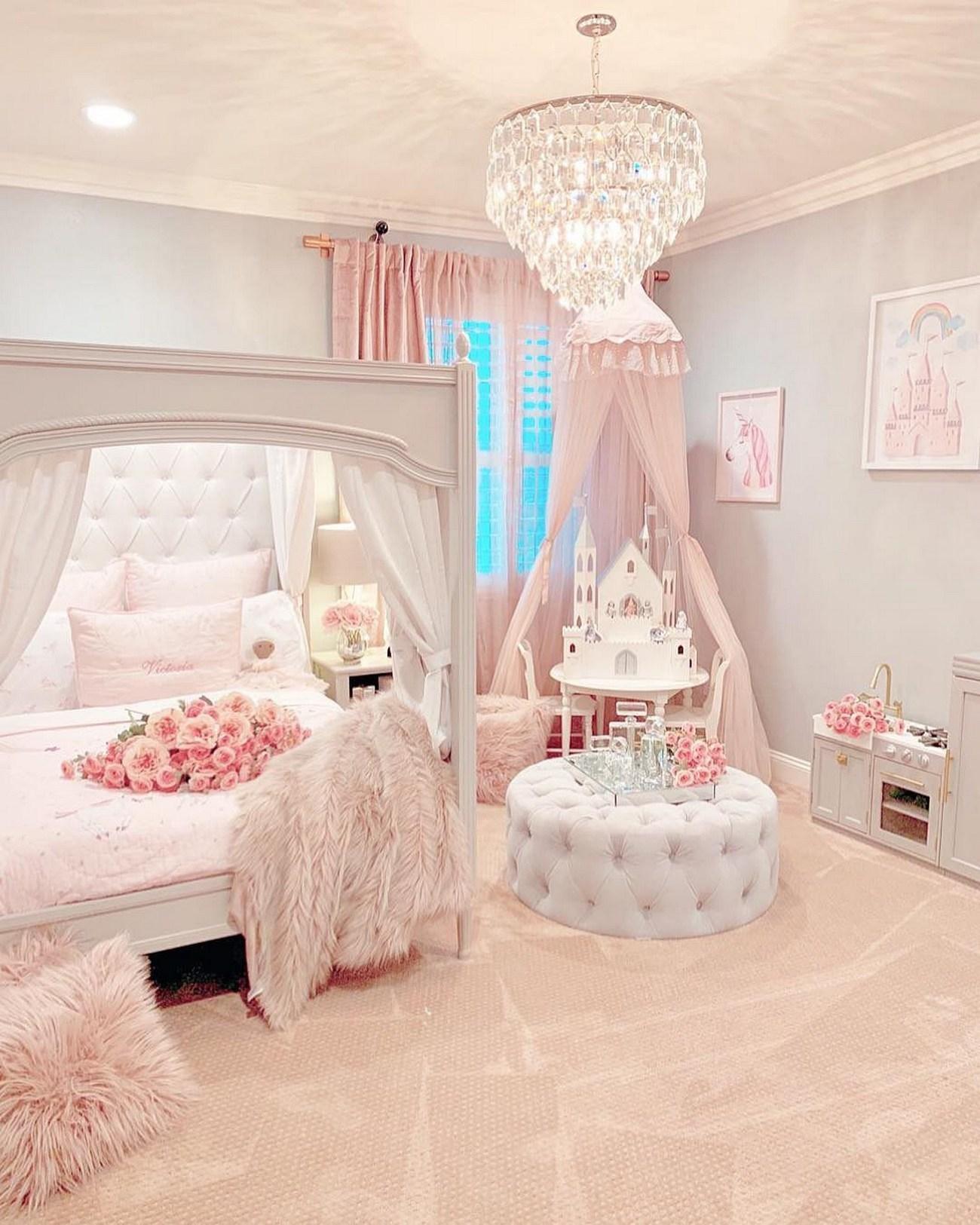Nội thất đẹp với hoa, rèm và những đồ trang trí khác