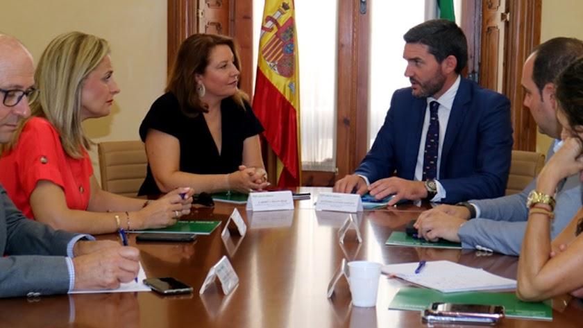 Reunión de Carmen Crespo y Antonio Luengo en Almería