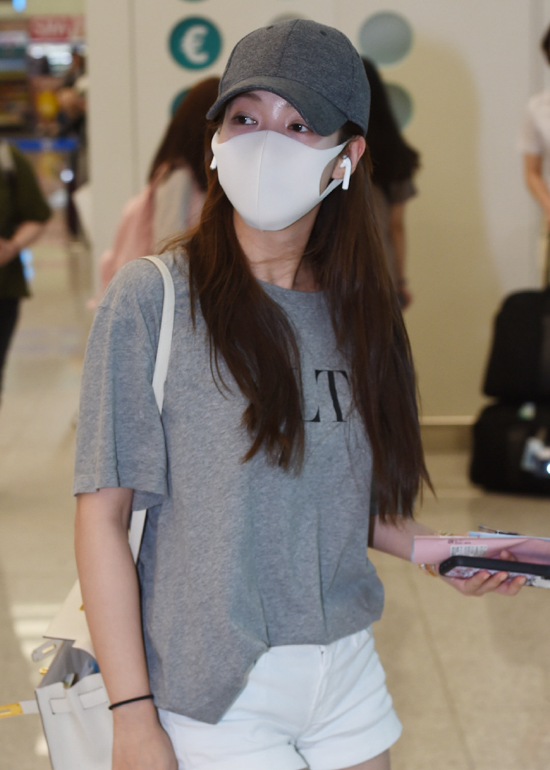 190628_Park_Min-young_Fashion_-_Incheon_Airport-1