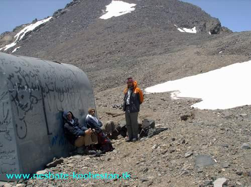 نمایی از پناهگاه خرسان در مسیر قله علم کوه