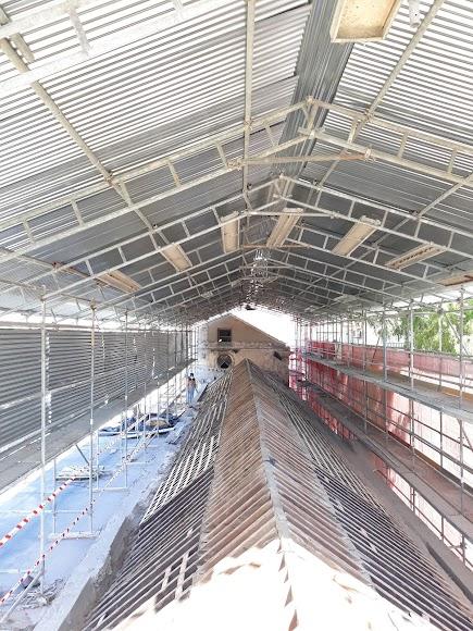 Cubierta metálica bajo la que se ha trabajado en la rehabilitación del artesonado mudéjar en su parte exterior