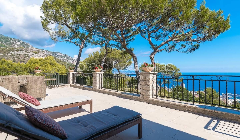 Villa with pool La Turbie