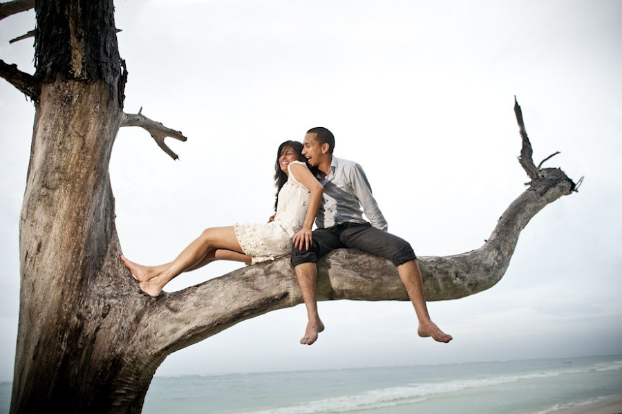 In the tree by Magnus Bogucki - People Couples ( wedding, engagement )