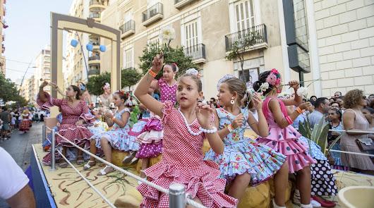 La Batalla de Flores saca a la calle las tradiciones e historia de Almería