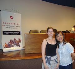 Photo: Caroline Brito de Oliveira (CEDOC/FUNARTE) e Mary K. Shinkado (Vice Presidente REDARTE) durante os preparativos.