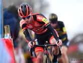 Eli Iserbyt houdt ploegmaat Michael Vanthourenhout af en wint de Parkcross in Maldegem