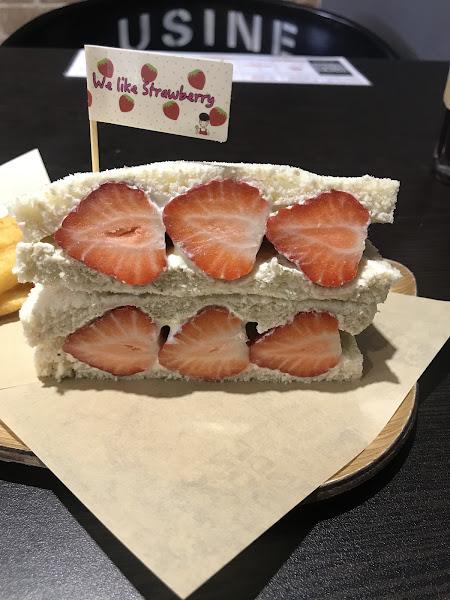 威力早午餐 We Like Brunch  地址:高雄市三民區河堤路488號 電話:07-3492033 營業時間:AM6:00–AM13:30  這次是為了草莓而來,紫薯蛋餅也不錯 看下次還有新菜單