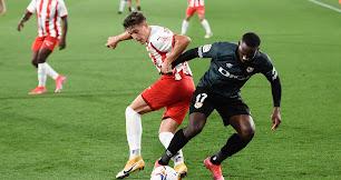 Almería y Rayo Vallecano siguen peleando por el ascenso.