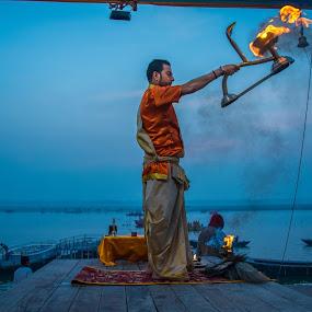 morning aarti by Suman Mukherjee - People Street & Candids ( prayer, blue, india, varanasi, morning )