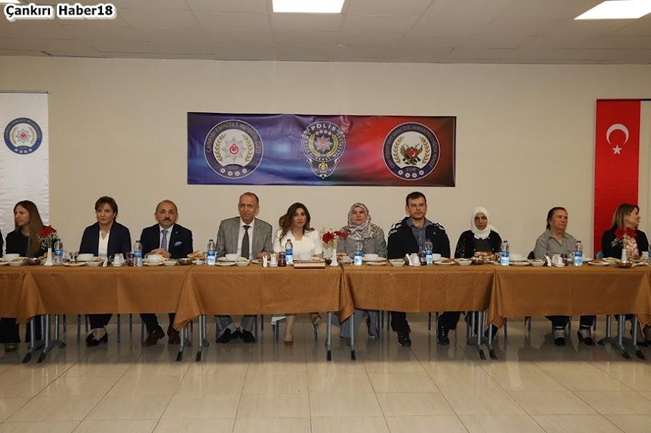 Çankırı Valisi Hamdi Bilge Aktaş,Çankırı Belediyesi Başkanı Hakkı Esen,Betül Esen, Seval Aktaş,
