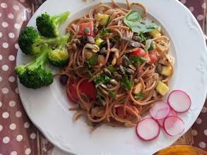 Photo: Espaguetis a la mediterránea. Carmen Díaz Cano. A través de KUKUI