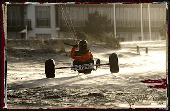 Photo: Strandsurfen: alternative Fortbewegung mit Windenergie und Autoreifen  Streetsailing with Kite & Buggy