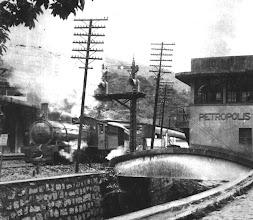 Photo: Trem saindo da Estação Leopoldina. Foto da década de 60