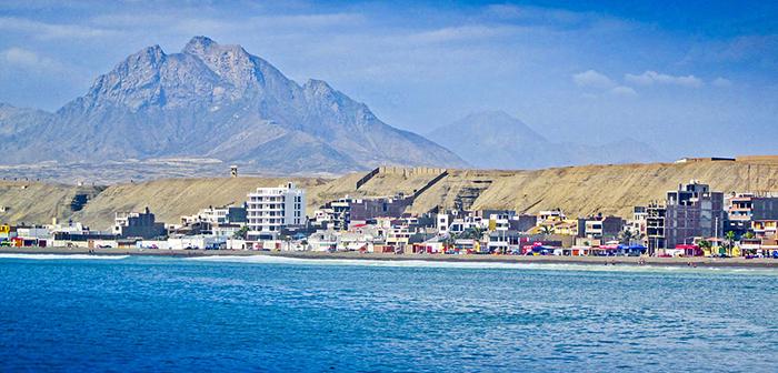 Llega con Cruz del Norte al balneario Huanchaco, en la ciudad de Trujillo