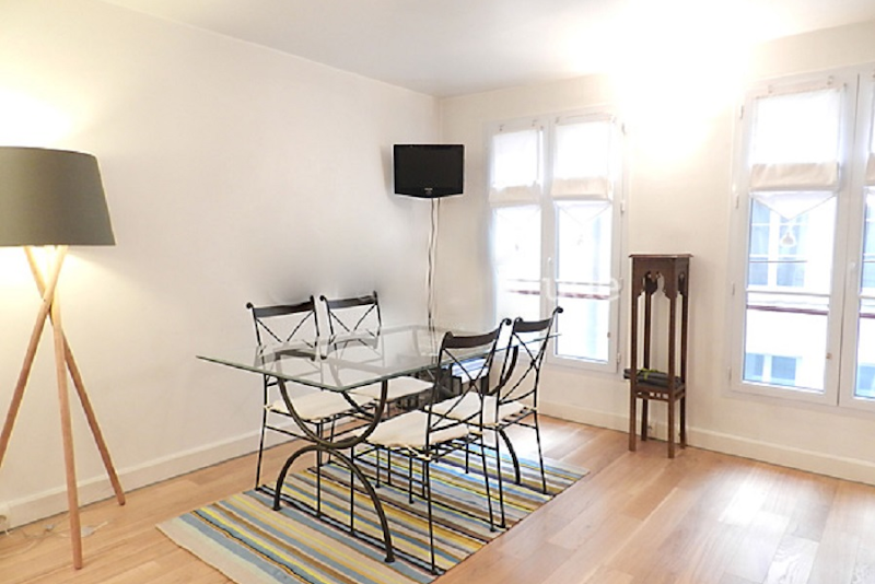 Dining space at 1 bedroom Apartment in Lourve and Les Halles