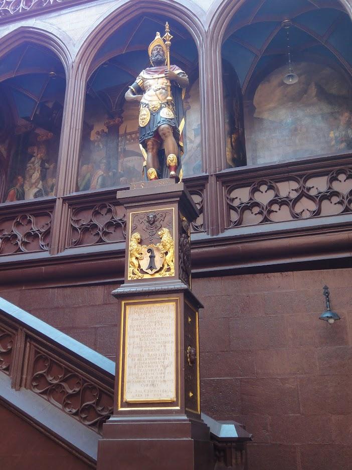 Statue de Munatius Plancus dans la cour intérieur de l'Hôtel de ville à Bâle