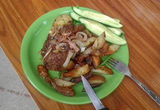 Photo: Wątróbka sauté, ziemniaki z cebulą i ogórki (17)