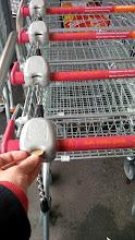 Photo: Берём тележку в супермаркете на прокат.