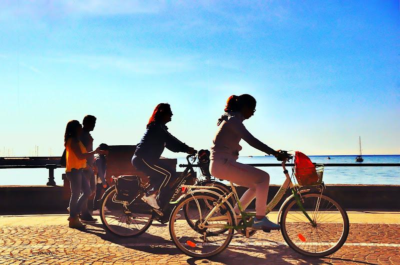 Che sia a piedi o in bici, il moto fa sempre bene. di Francesco Abate