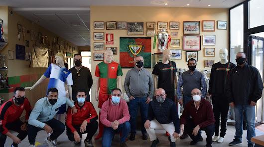 Juanjo Segura arropa a la familia del Pavía