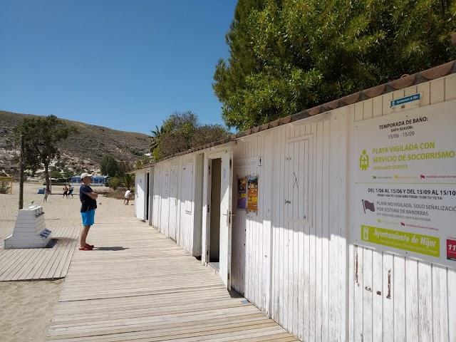 Módulos de aseos públicos situados en Aguamarga.