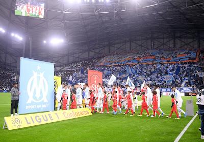 🎥 Des supporters de l'Olympique de Marseille mettent le feu au pied du Vélodrome