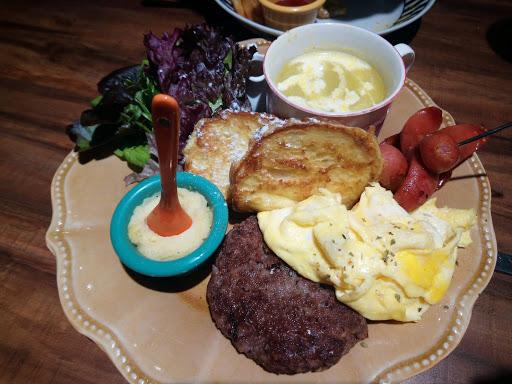 小飽堡早午餐,牛肉排好吃,蔬菜湯好喝,整體而言餐點很棒,用餐環境佳,汽泡飲料無線暢飲的店也是不多了!!