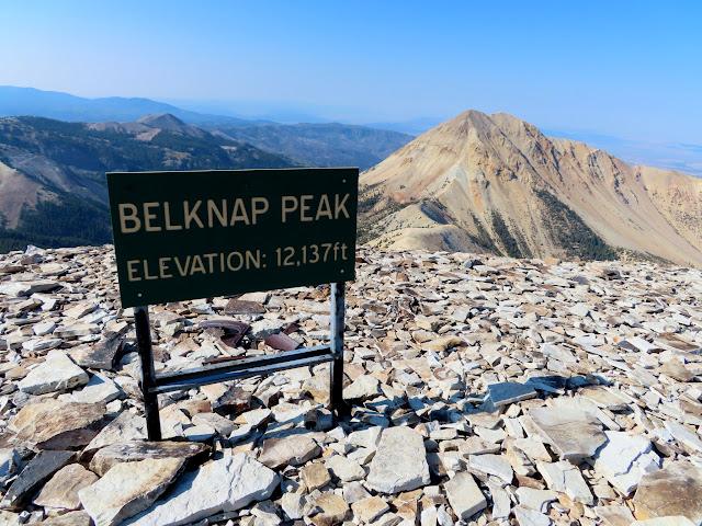Stupid sign on Mount Belknap