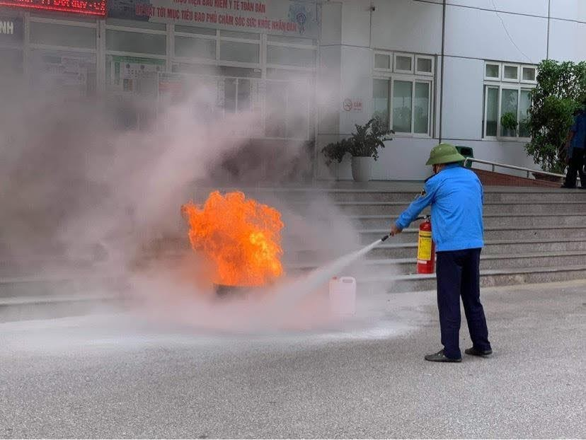 Tình huống giả đình là đám cháy xảy ra trước khu nhà khám bệnh của bệnh viện